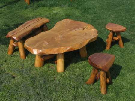 5. Dohányzó asztal kispad és kisszékek